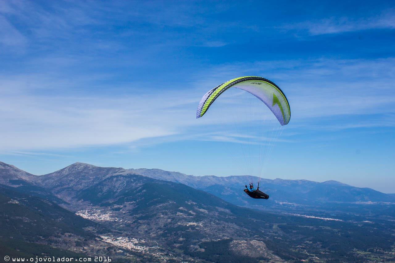 El Nyos volando durante el Open Tres Provincias