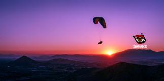 Volando con el parapente BGD Base ya casi de noche