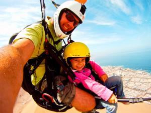 Hasta una niña de tres años puede volar en parapente