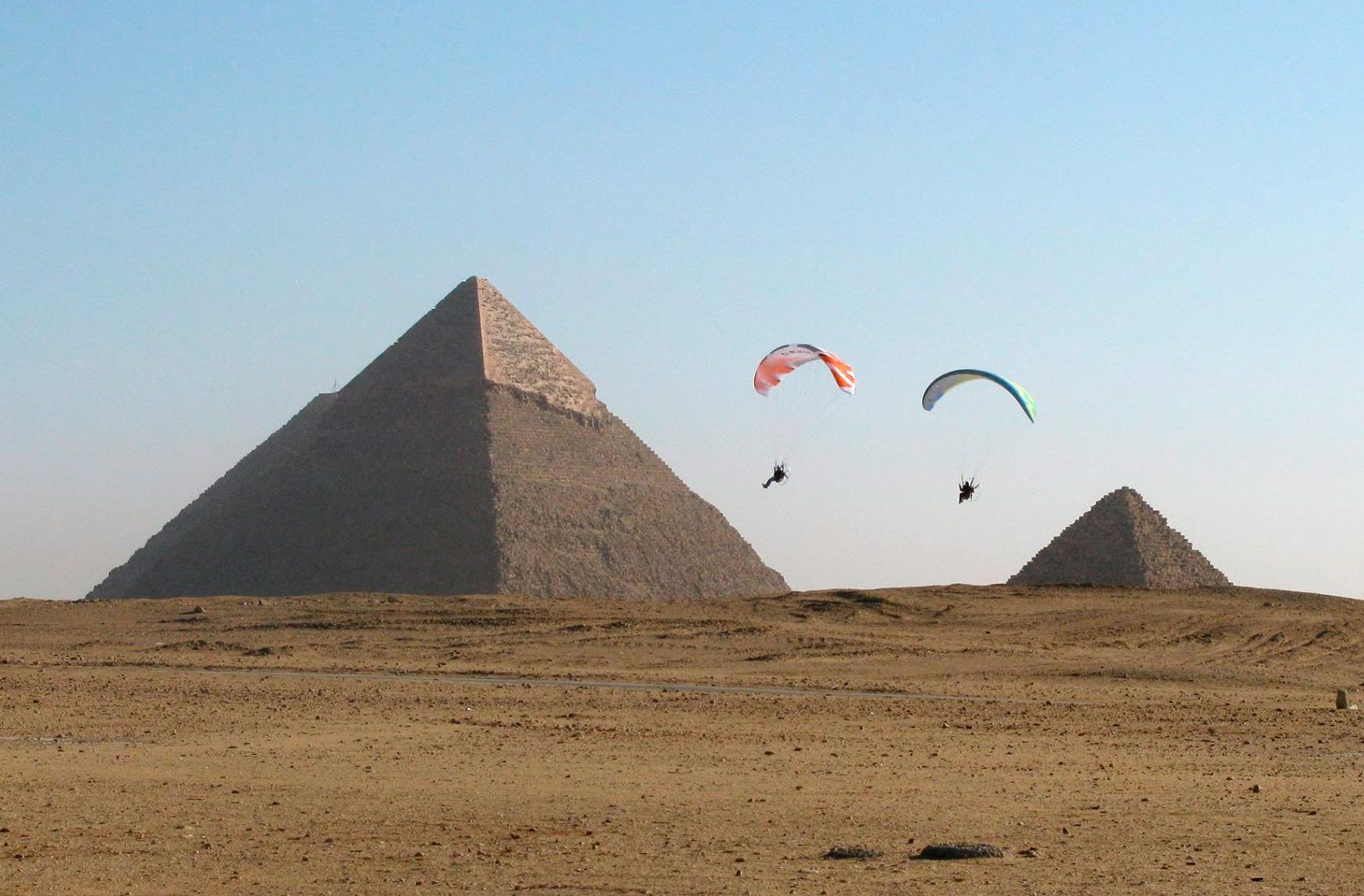 Paramotor en Giza Egipto. Equipo Nirvana de Eslovaquia.,