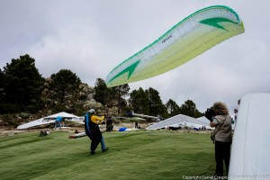 Inflando el Swing Nexus durante el Open de Ala Delta de Pedro Bernardo