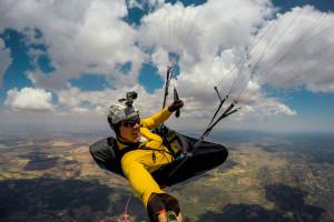 En base de nuves durante el Open FAI El Yelmo 2015 - Parapente XC Tour