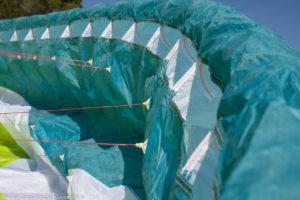 Biplaza GIN Fuse, borde de ataque con grandes bocas de cajón y el Rigid Foil de GIN