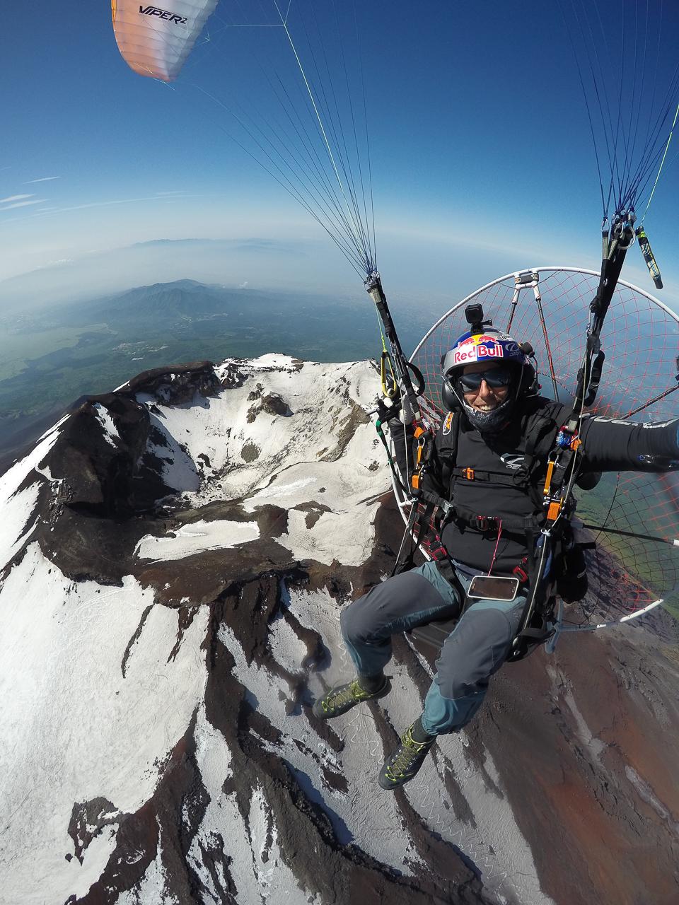 Paramotor over Mount Fuji, 4200m! | ojovolador com