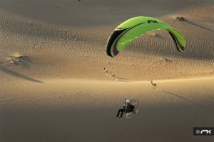 Tony Gibson flying Niviuk Dobermann in the desert in Dubai