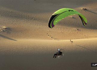 Tony Gibson flying Niviuk Dobermann in the desert in Dubai