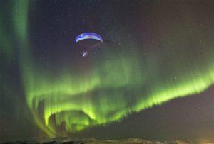 Horacio Llorens bajo la aurora boreal. Foto: © Red Bull Media House