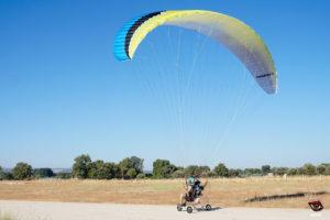 El Speedster 2 ofrece un buen inflado y facil manejo en tierra bien sea volando en paramotor o en paratrike.