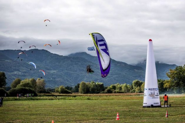 Top paramotor pilots in the Icarobatix