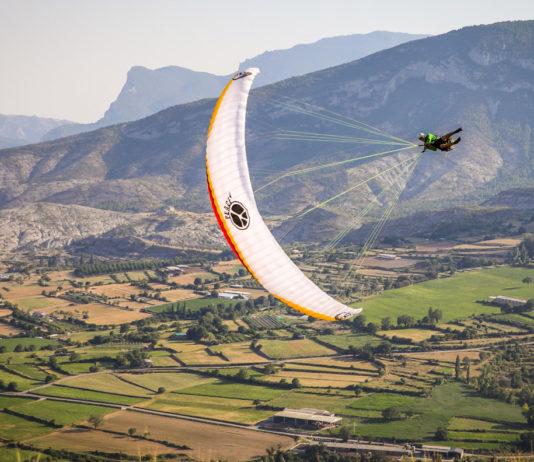 Acro paragliding | ojovolador com