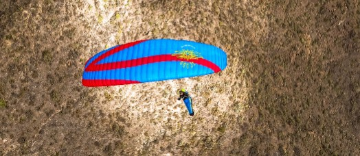 """The German brand Icaro wanted to create the perfect combination between """"safety, performance and dynamics"""", and they say they have done it with the new Gravis 2, the updating of their mid EN-B wing, oriented towards xc and hike&fly."""